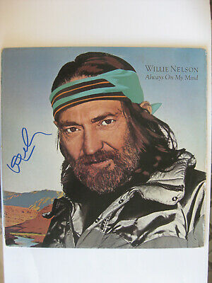 """WILLIE NELSON -Rare AUTOGRAPHED ALBUM - 1982 """"ALWAYS ON MY MIND"""" LP HAND SIGNED"""