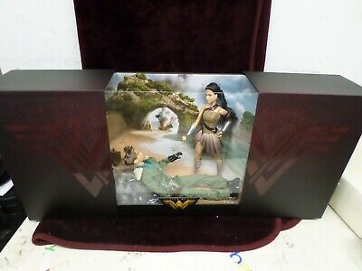 Barbie Doll-Wonder Woman and Steve Trevor paradise island set New in box
