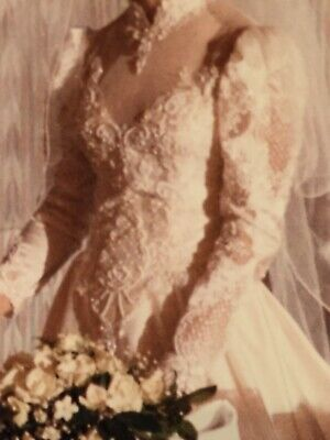 Vintage Ivory Wedding Gown 1987 Preserved Us Size 6 (Amazing Details!)