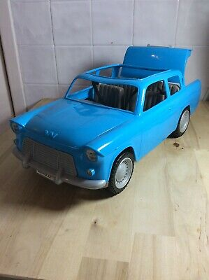Harry Potter Weasley Flying Car with disappearing Luggage. by Mattel Ford Anglia