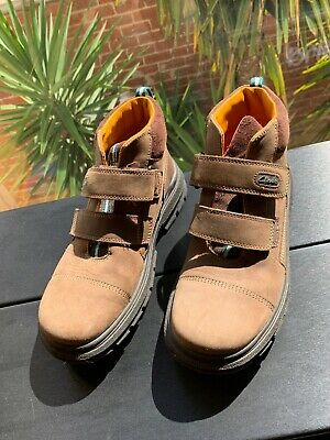 Clarks Brown Suede Boys Boots Shoes Size 2G, EUC, As New