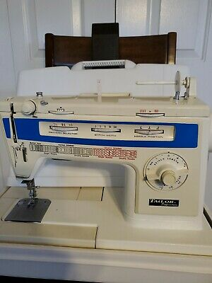 Tailor Professional sewing machine (with case)