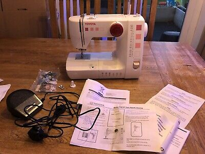 Toyota Sewing Machine RS2000, great condition hardly used
