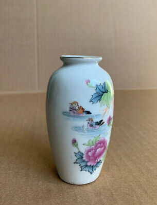 """Small Vintage Chinese Porcelain Floral Painted Asian Designed Vase 3 5/8"""" H"""