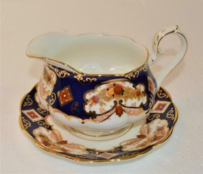ROYAL ALBERT Bone Stamp England HEIRLOOM Pattern #4534 Gravy Boat w Underplate