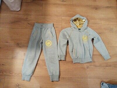 Boys joggers and hoodie Age 6-7 years
