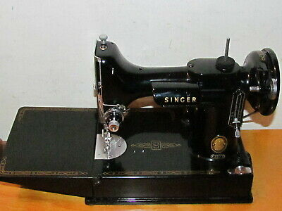 Vintage Singer 221 Featherweight Sewing Machine with Foot Peddle And Case