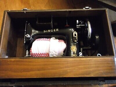 Singer Sewing Machine Vintage Model 99K c1955 Hand Crank with Original Case
