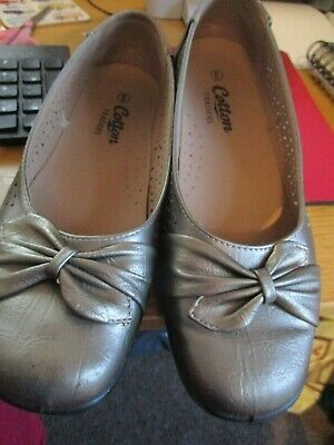 Ladies flat slip on  gold Shoes  Cotton Traders Size 6 new bow trim exc cond