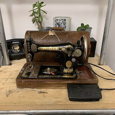 Vintage 1930 28K Singer Sewing Machine Electric Motor Case & Key - Spare Repair