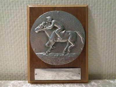Metal Relieve Caballo con Caballero / Jockey en Madera Placa