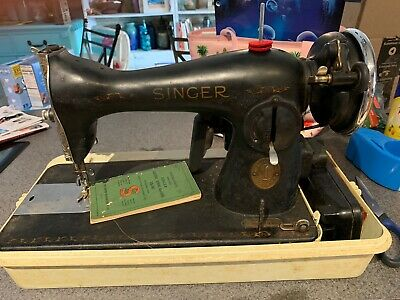 VINTAGE SINGER SEWING MACHINE  MODEL 15-90 Works With Manual And Case