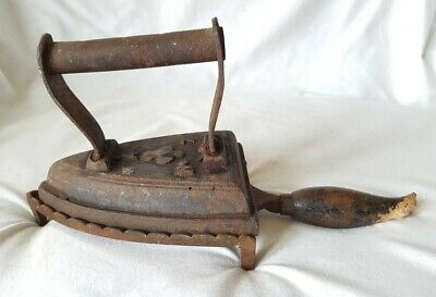 ANTIQUE CAST IRON No7 FLAT IRON WITH STAND 2.2kg