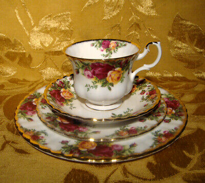 Royal Albert *Old Country Roses* 4-Piece Place Setting Gold Trim England