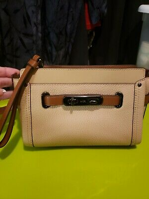 $275 Coach Women/'s Swagger Wristlet In Colour-blocked Leather