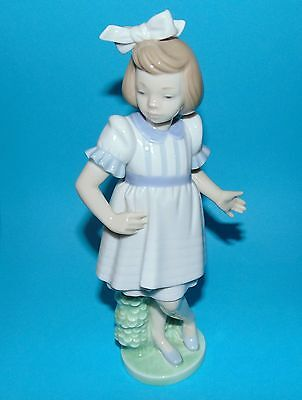 Nao by Lladro Figurine pretty girl  ' The outing ' ornament 1st quality #1206