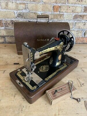 Fabulous Singer Sewing Machine, 28K, Hand Crank, Cast Iron in Case, made 1928