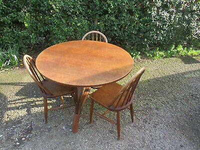 Mid 20th-century circular oak dining Quirky table 3 Ercol chairs 20th century