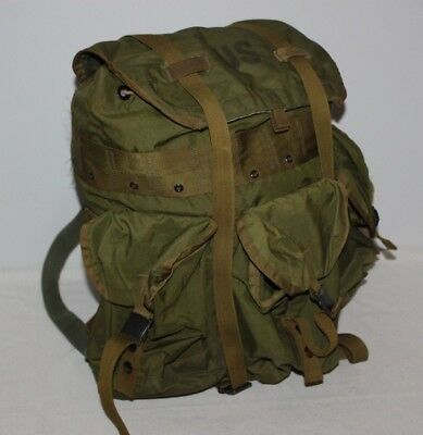 "Vintage 20x20"" Olive Green US Army Military Backpack Rucksack Hiking Pockets"