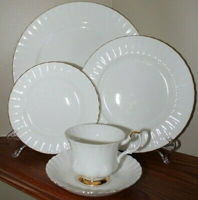 """Royal Albert """"Val D'or """" Bone China 5 pc place setting made in England"""
