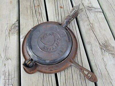 Rare Vintage Antique No.8 Fanner MFG Co.Crescent Waffle Iron & base Cast Iron