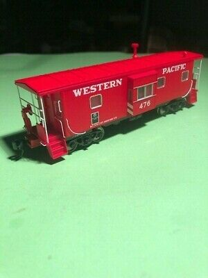 HO Scale Walthers Platinum Line Bay Window Caboose Western Pacific # 476