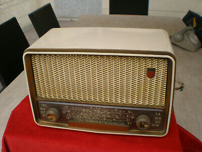 Vintage and Rare Philips valve radio in good working condition.