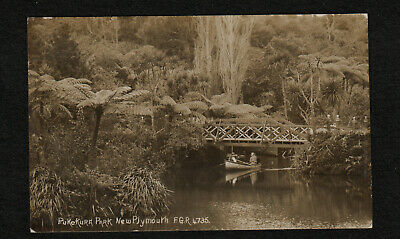 s2401)      VINTAGE RP POSTCARD OF PUKEKURA PARK, NEW PLYMOUTH IN NEW ZEALAND