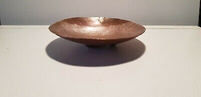 Vintage Arts And Crafts Hammered Copper Round Pin / Trinket Dish On 3 Feet