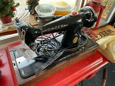 Vintage And Collectable Singer Sewing Machine Complete In Case 7 June 1939