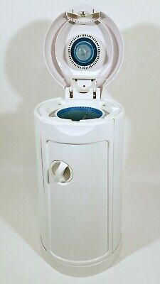 Munchkin Diaper Pail with Arm & Hammer Bags