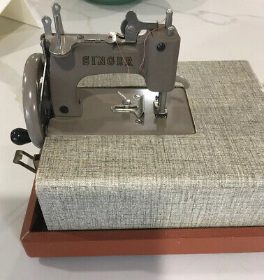 Vintage Singer Sew Handy 20-10 Child's Toy/Mini Sewing Machine / case ,Tan