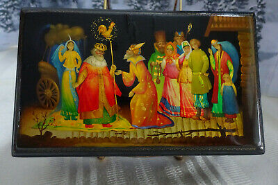 Vintage Authentic Russian Hinged Lacquer Box Artist Signed