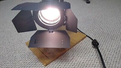 LTM Pepper 200W Tungsten Fresnel Light with Barndoor & SCRIMS