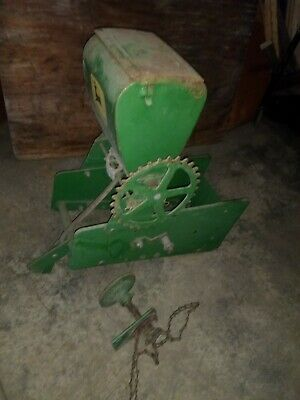 John Deere 71 planter fertilizer/insecticide box and drive