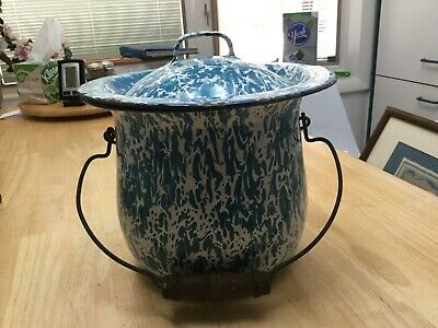Antique Blue & White Enamelware Granite Ware Chamber Pot W  Lid & Wooden Handle