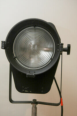Rare Speedotron Fresnel w/adapter cable, gel holder, and barn doors