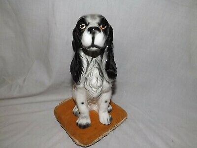 Vintage English Spinger Spaniel Figurine. Sitting on Pillow.