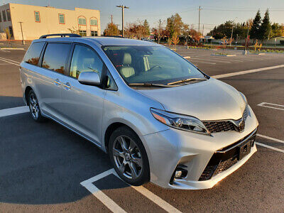 2019 Toyota Sienna SE Minivan 4-Door 2019 TOYOTA SIENNA SE, ONLY 6K MI, LEATHER, NAVIGATION, BACKUP CAM, 8-SEATER!