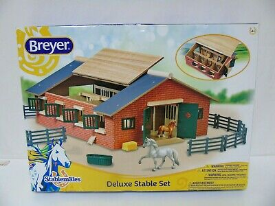 Breyer Stablemates Deluxe Stable Set No.59209