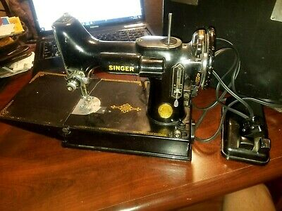 OLD SINGER PORTABLE FEATHERWEIGHT 221-1 SEWING MACHINE w CASE & ACCES  RUNS 1946