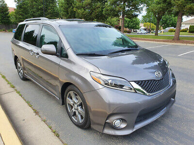 2017 Toyota Sienna SE 8-Passenger Minivan 4-Door 2017 TOYOTA SIENNA SE, ONLY 16K MI, LEATHER, NAVIGATION, DVD, MOON ROOF!