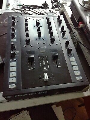 Traktor Kontrol Z2 with 3 Innofaders + 2 Timecode Vinyls + Traktor License