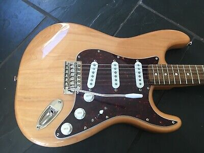 Squier by Fender Classic Vibe 70s Natural Stratocaster Electric Guitar 2019
