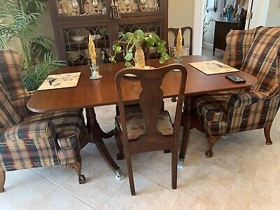 Antique Mahogany Duncan Phyfe Style Double Pedestal Dining Table.