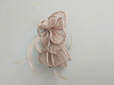Fascinator on hair slide, perfect for weddings, races, events, proms etc.