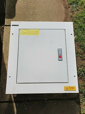 Reco 3 Way Electrical Distribution Box With Breakers