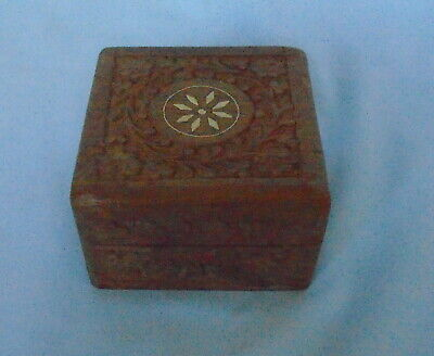 """Old Carved Wooden Box with Inlay on Top Hinged Lid approx 4"""" x 4"""" x 2.5"""" Fr P&P"""