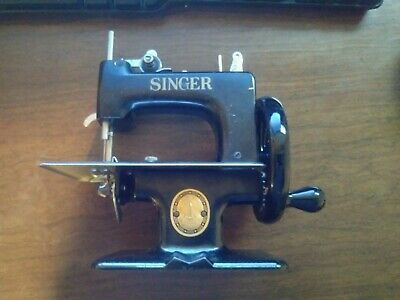 Singer Sewhandy Model No. 20 & Box Sewing Machine Toy Child 1950s, Manual