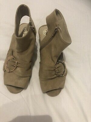 River Island Girls Suede Effect Heeled Shoe Boot Size 2